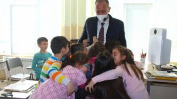 Ученици объркаха наш министър с румънскa кинозвезда