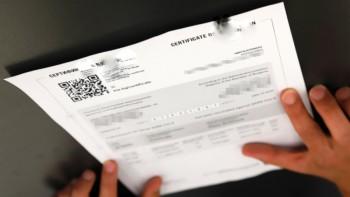 Цената на менте ковид-сертификат удари хилядарка